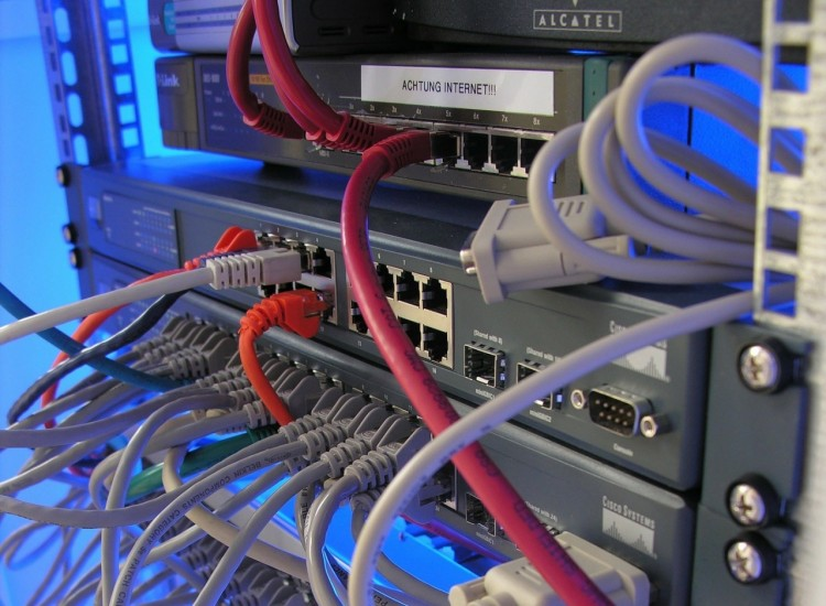 Attacchi di Pharming: guadagnare dirottando il traffico web