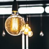 Per origliare le conversazioni basta una lampadina