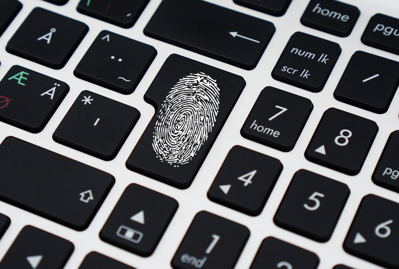 tastiera con impronta digitale
